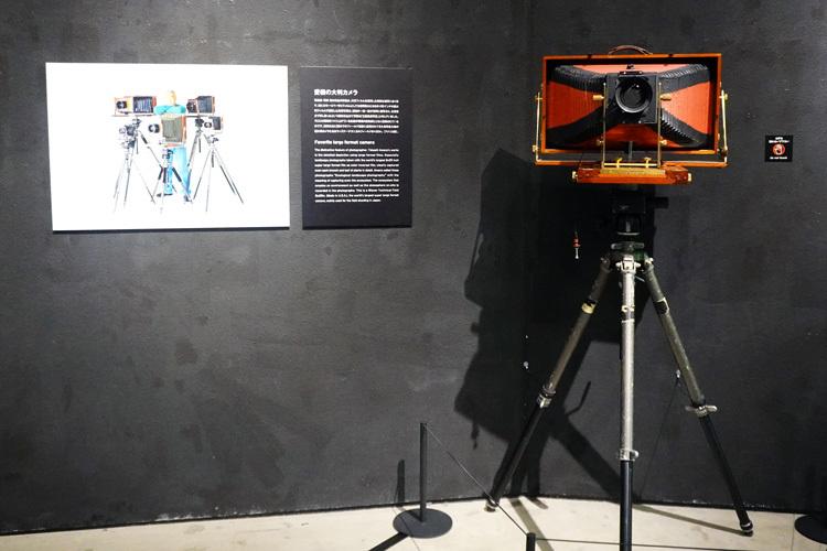 天野が使用したカメラ、ウィズナーテクニカルフィールド8×20in.。持ち運びが大変そうだ。