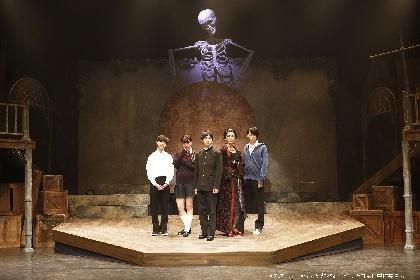 大原海輝、ゆうたろう、高本学ら出演『怪奇幻想歌劇「笑う吸血鬼」』が開幕 舞台写真&キャストコメントをお届け
