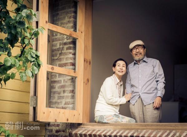 2016年4月上演 『父と私と紅梅と』 主演のシン・グ(右)とソン・スク