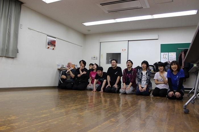 「青ちゃんクイズ」が始まり一列に並ぶ俳優陣