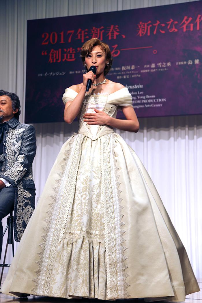 音月桂(スースーするというドレスをぜひご覧ください!)
