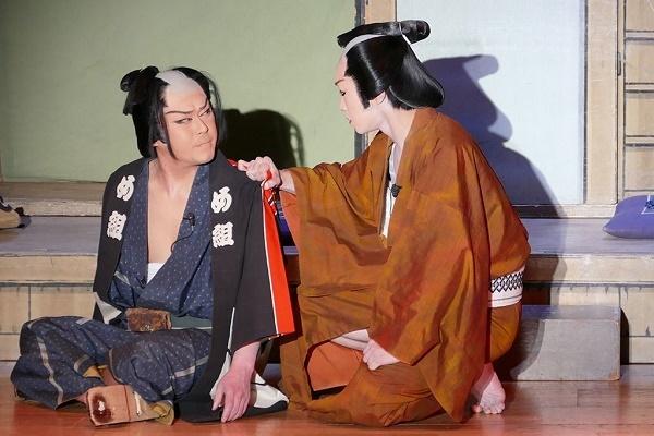 『血染めのまとい』より。頭の仇を討とうという辰五郎(橘鷹勝さん)に六蔵(橘炎鷹座長)は応じない。※本来は芝居の撮影は禁止だが、劇団炎舞ファンクラブを通して画像を提供いただいた。