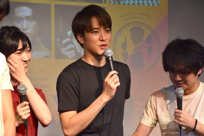 前島亜美、松島庄汰、山崎樹範(左から)