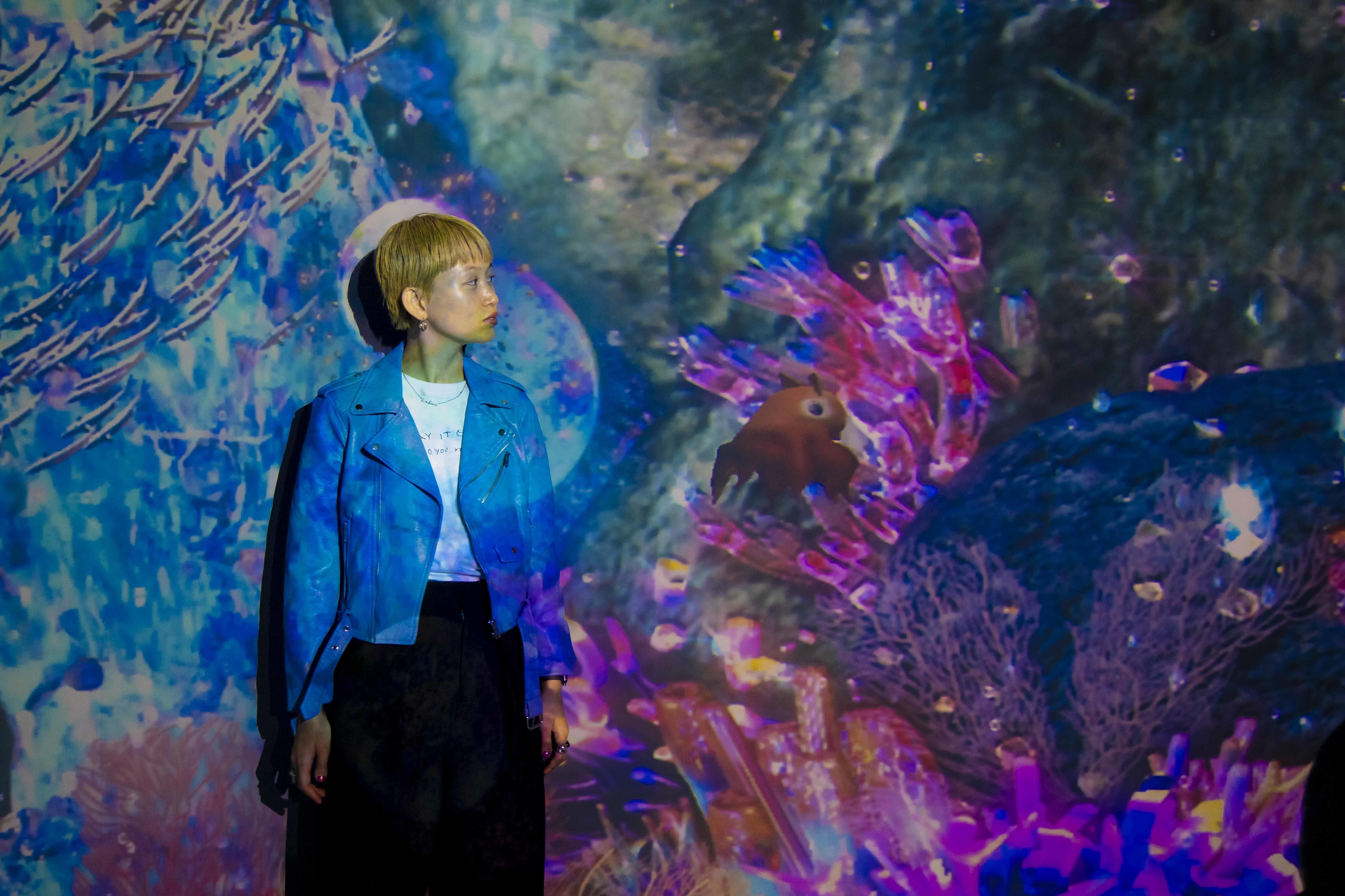 千裕さんと深海生物「メンダコ」のツーショット。