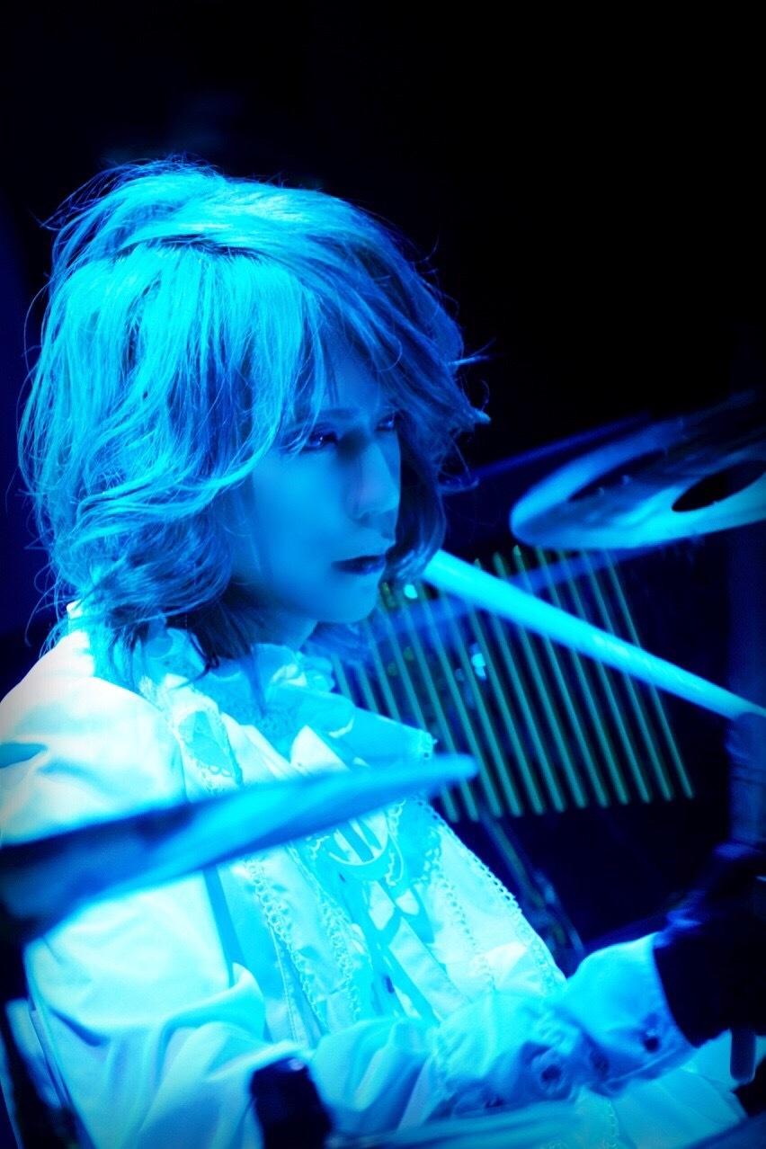 Shinya(DIR EN GREY / SERAPH) 撮影=Lestat C&M Project