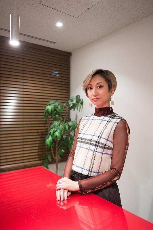 Ms.OOJA 撮影=鈴木恵