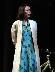 中山美穂、デビュー30周年目の挑戦! 舞台「魔術」開幕