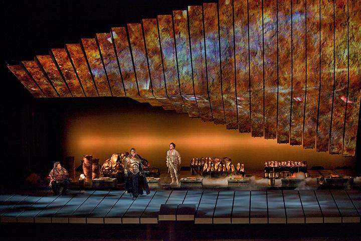 《ラインの黄金》(C)Ken-Howard/Metropolitan-Opera