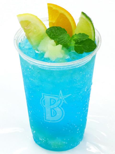 横浜ブルーで鮮やかに仕上げた筒香選手プロデュース「ブルーテキーラ」(税込800円) (c)YDB