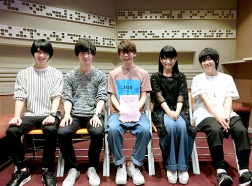 左から:島﨑信長、梅原裕一郎、花江夏樹、石見舞菜香、山下大輝