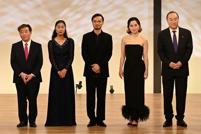 左から、中野 振一 郎、加藤 知子、大萩 康司、神尾 真由子、工藤 重典