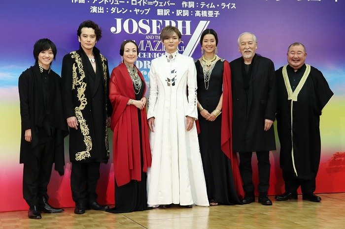 (左から)元木湧、小西遼生、シルビア・グラブ、薮宏太、すみれ、村井國夫、小浦一優