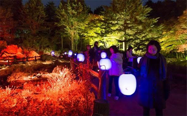 たか橋匡太「Glow with Night Garden Project in Rokko 提灯行列ランドスケープ」 2016年