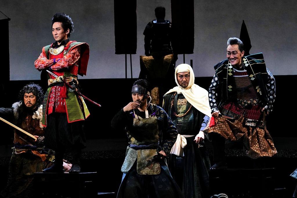 (左から)成河、吉見一豊 撮影:細野晋司