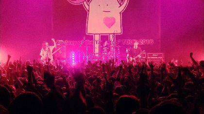 ヤバイTシャツ屋さん 「キッス!」「入籍!」の大合唱 「ハッピーウェディング前ソング」のライブ映像を公開