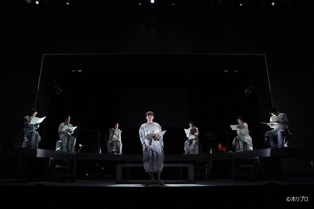 (中央)須賀健太 (C)ホリプロ  撮影:宮川舞子