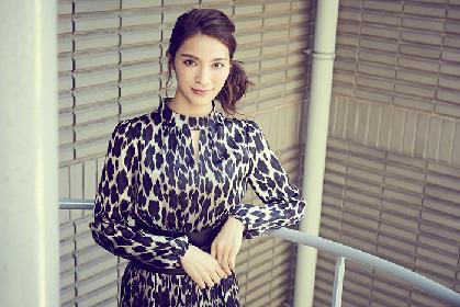 作品ごとに女優としての輝きを増している秋元才加が、三谷幸喜作のミュージカル『日本の歴史』で複数の役に初挑戦