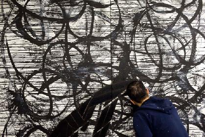大山エンリコイサム個展 『ファウンド・オブジェクト』シリーズの新作展示