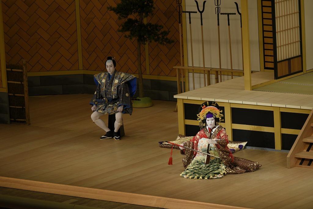 『壇浦兜軍記 阿古屋』(左から)榛沢六郎=坂東功一、遊君阿古屋=中村児太郎