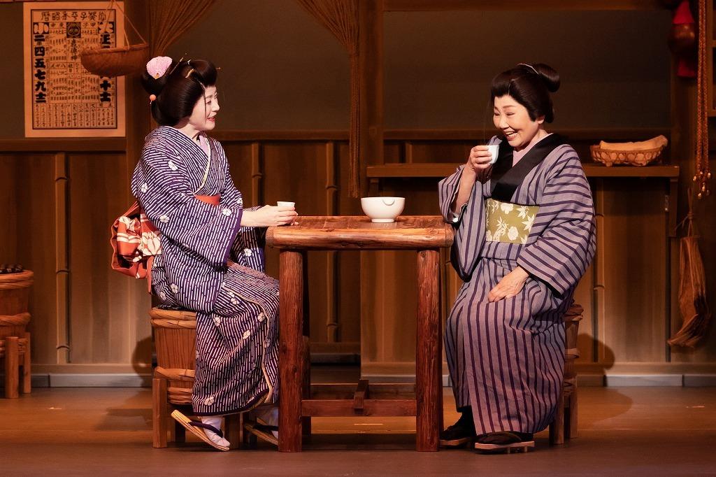 『かたき同志』(左から)坂本冬美、泉ピン子  撮影:田中聖太郎