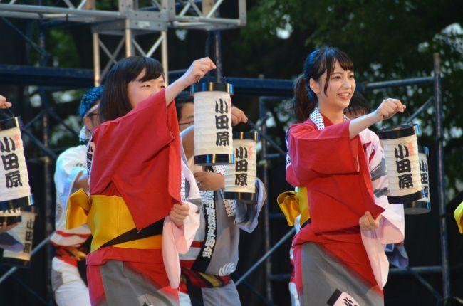 市内のダンスグループによる「小田原ちょうちん踊りコンクール」