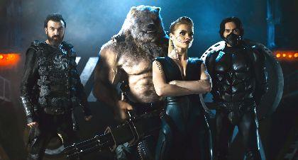 クマ人間が機銃掃射&音速剣士が半円形ブレードで敵を一刀両断!ロシア発のスーパーヒーロー映画『ガーディアンズ』日本公開が決定