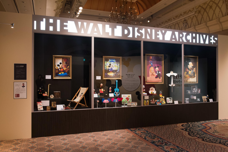 ウォルト・ディズニー・アーカイブスのロビーにある 巨大なショーケースを再現 (C)Disney