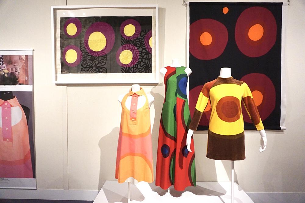 (左)図案《クルーナ》のための下絵、1967年 / (右)ファブリック《クラーヴァ》、図案デザイン:アンニカ・リマラ、1967年