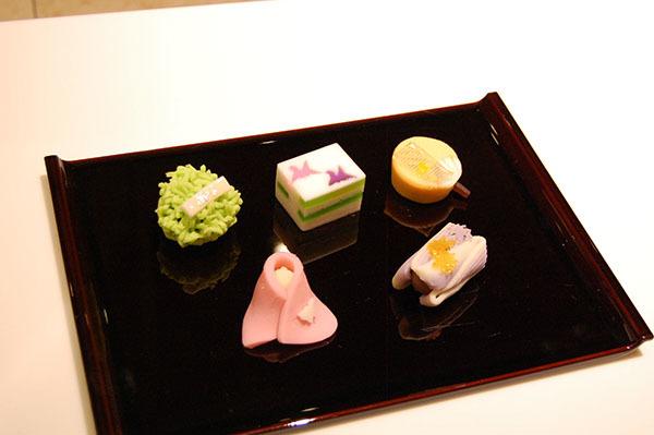 カフェで供される展覧会オリジナルの和菓子