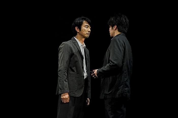 世田谷パブリックシアター×パソナグループ『CHIMERICA チャイメリカ』 左から:眞島秀和 田中圭 撮影:細野 晋司