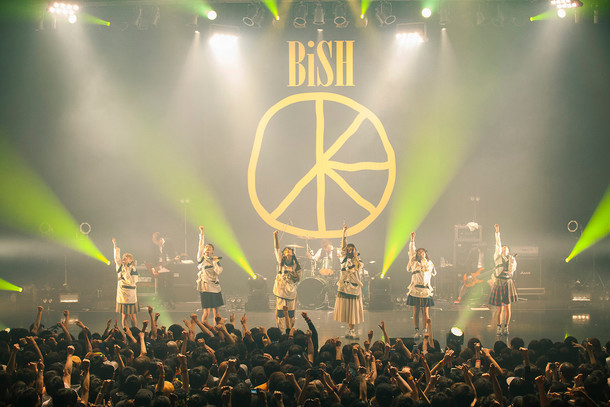 BiSH「NEVERMiND TOUR」1月8日公演の様子。