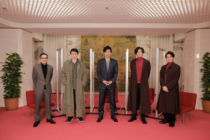 左から、田口トモロヲ、山本耕史、大沢たかお、古川雄大、村井良大