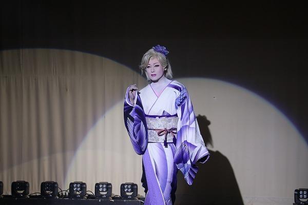 座長の可憐な女形。 ©テレビ朝日