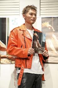 EXILE SHOKICHI、「自分史上、最高のセクシーを表現できた」初写真集『BYAKUYA』発売記念イベントを開催