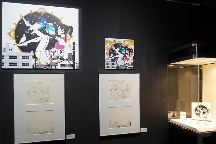 左:『ソルファ』(2004ver.)ジャケット、中:『ソルファ』(2016ver.)ジャケット、右:『ソルファ』フィギュア 原型師:渡辺敬二(CRAFT WAT!) (いずれもASIAN KUNG-FU GENERATION)