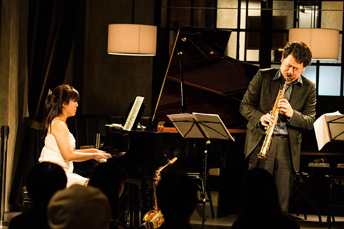 (左から)成田良子・平野公崇