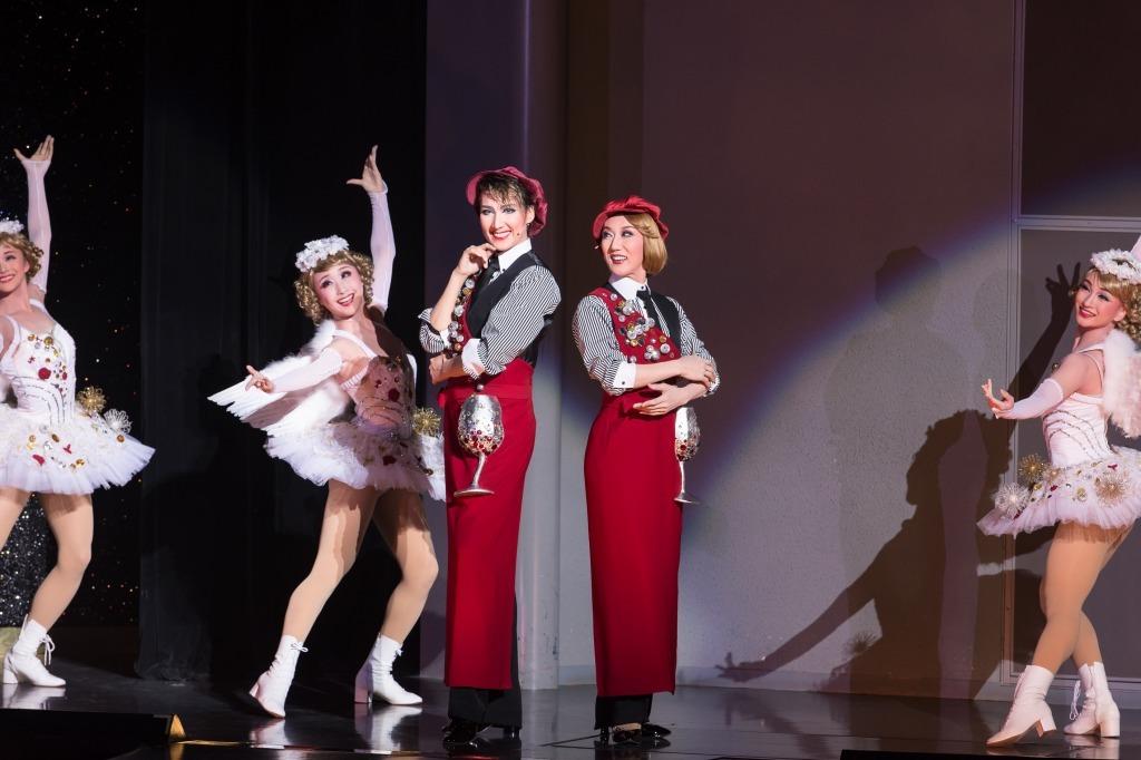 レビュー・ファンタスティーク『Santé!!』~最高級ワインをあなたに~ (C)宝塚歌劇団