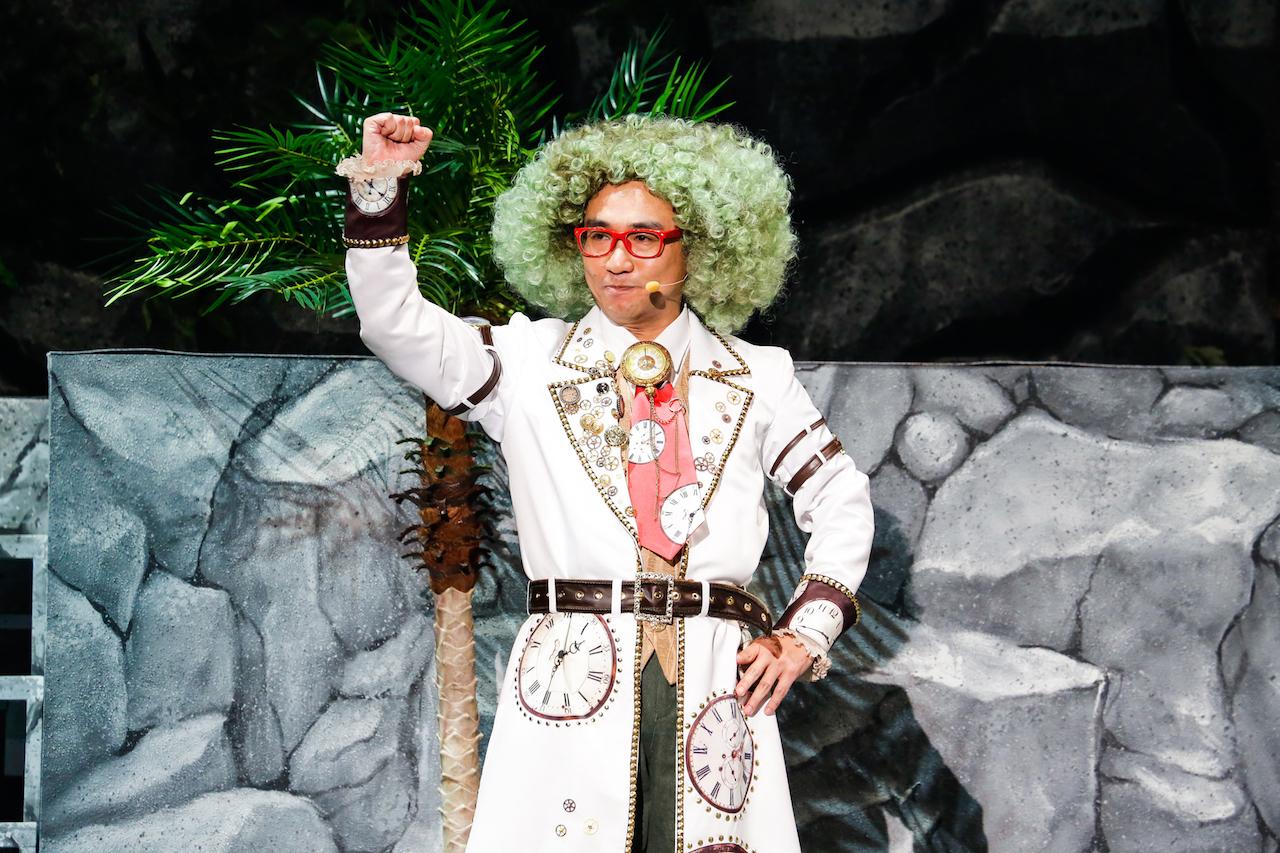 抜群の安定感で観客を誘う八嶋智人扮する博士。博士がいればどんな世界も怖いものなし!?