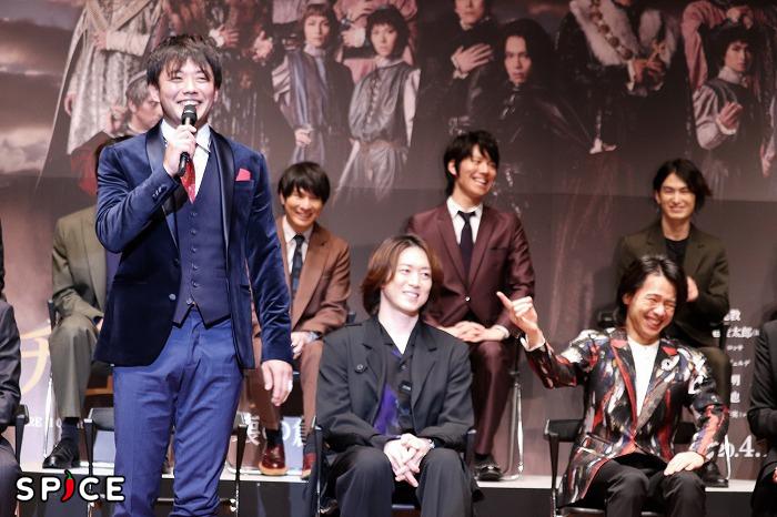 「……って中川晃教が言ってました!」と仕掛ける藤岡さんの清々しい笑顔と中川さんの表情にご注目ください(笑)