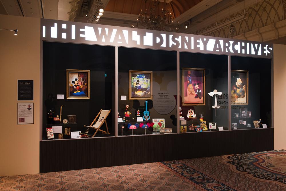 ウォルト・ディズニー・アーカイブスのロビーにある 巨大なショーケースを再現
