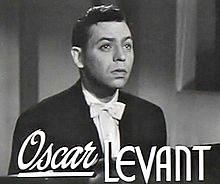 「アメリカ交響楽」(1947年)の予告編より、ピアニストのオスカー・レヴァント。彼は、続いて紹介する「巴里のアメリカ人」(1951年)にも出演している。