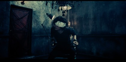 GACKT 椅子に縛りつけられ激しく抗う「罪の継承 ~ORIGINAL SIN~」スポット映像