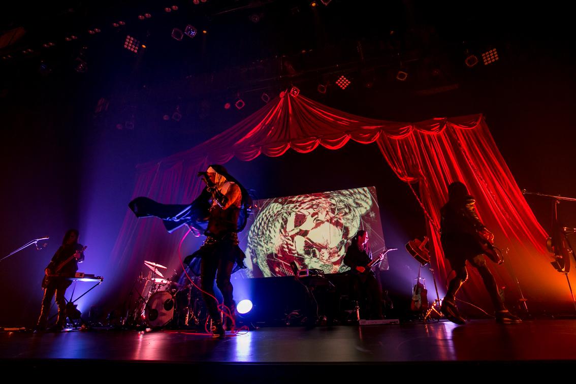 sukekiyo 二〇一六年公演「桜肌、夢締め跡と優越の詩」2016年4月15日 なかのZERO/撮影=尾形隆夫
