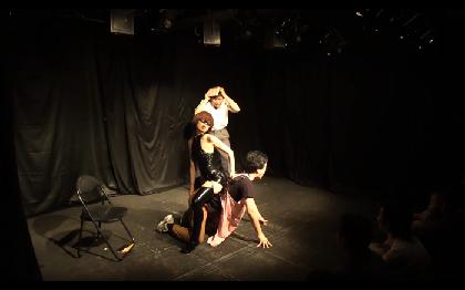 劇団「地蔵中毒」が『ハムレット』をウエストポーチ着用ver.で上演