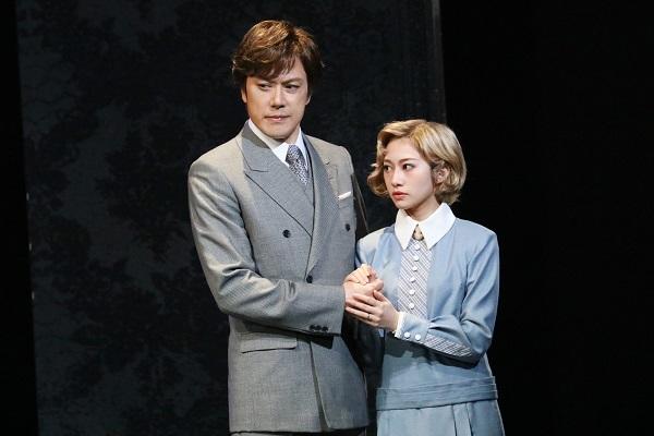 (左から)山口祐一郎、桜井玲  写真提供:東宝演劇部