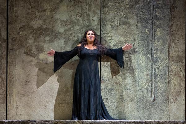『ナブッコ』リュドミラ・モナスティルスカ ⒸMarty Sohl/Metropolitan Opera