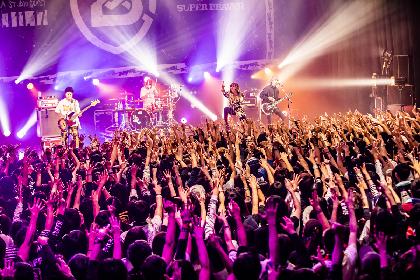 "SUPER BEAVERが掲げた""現場至上主義""の旗の下、実力者たちが躍動した『Bowline 2018』東京公演"