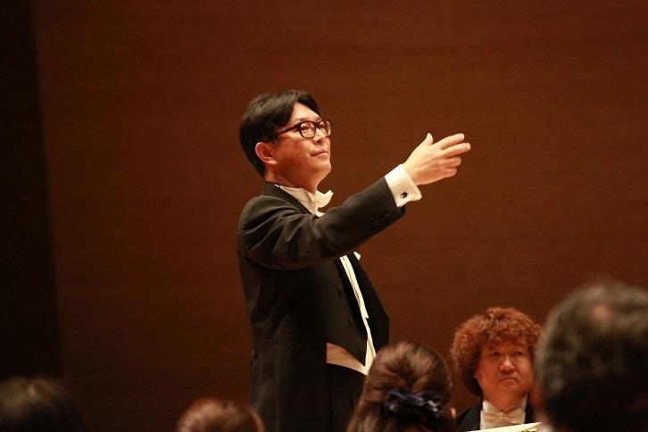 『海道東征』で大阪フィル指揮者デビューを果たす、大フィル合唱団指揮者 福島章恭