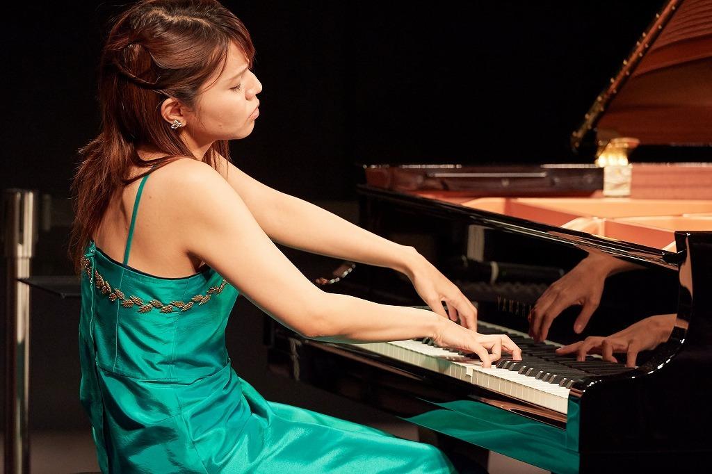 水谷桃子(ピアノ)