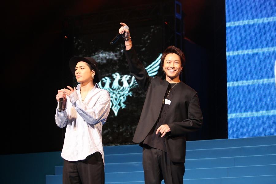 【雨宮兄弟】(左から)登坂広臣、TAKAHIRO TAKAHIRO:皆さん、盛り上がっていますか! 登坂:皆さん、楽しんでいますか!
